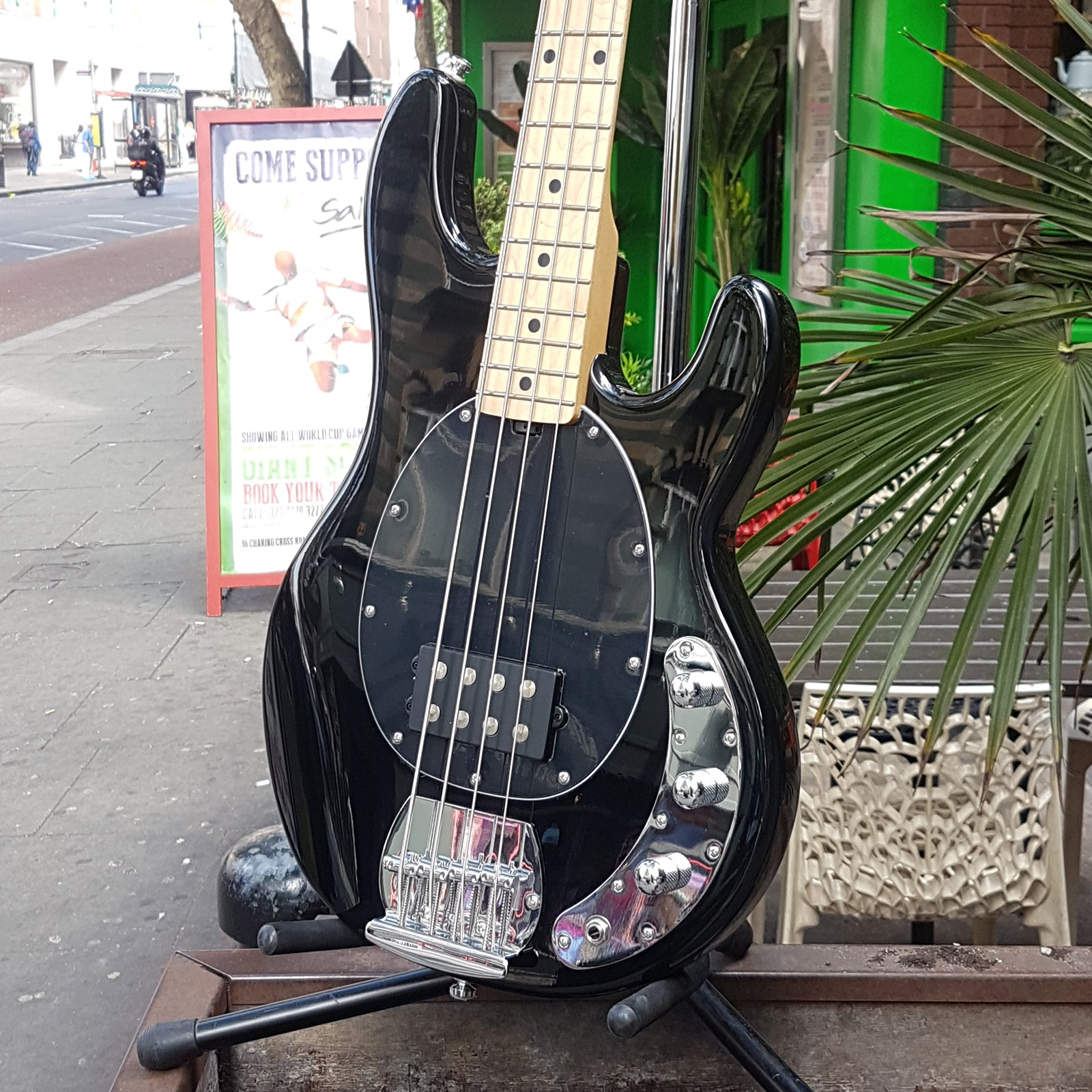 Musicman Sterling SUB RAY 4 Bass Guitar in Bl ....