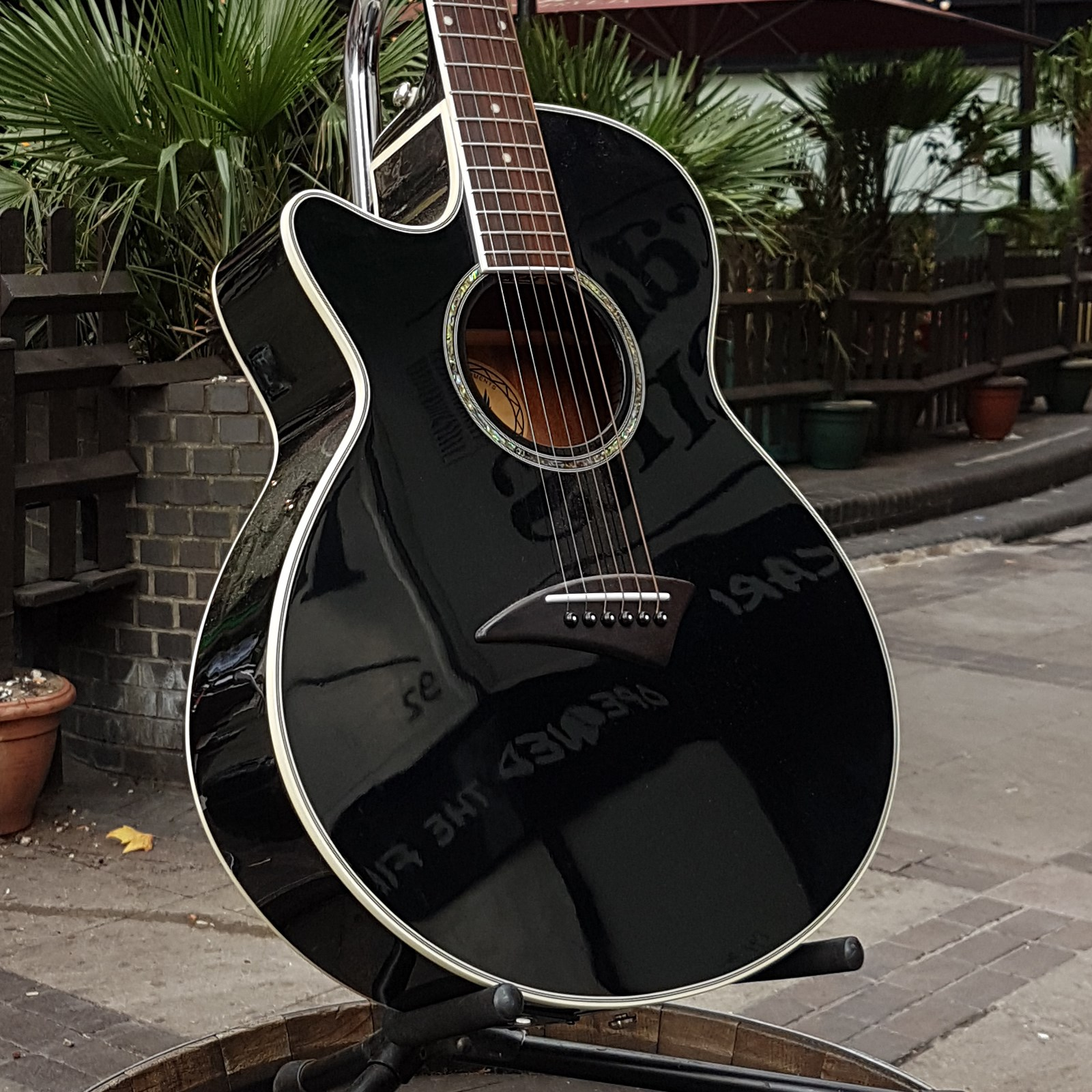 Dean Performer E lefty