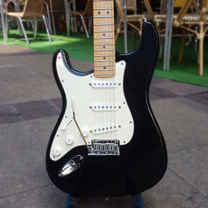 2000 USA Standard Strat Lefty