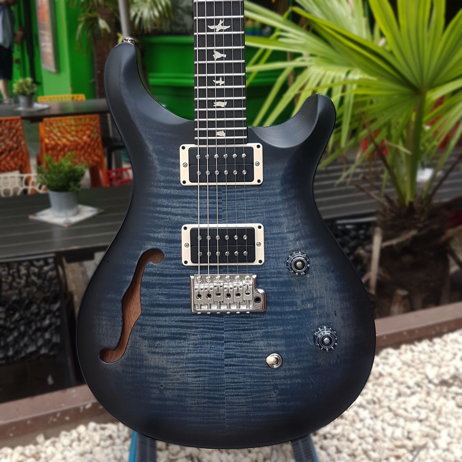 ce 24 semi-hollow faded blue smoke burst